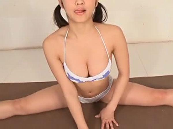 永井里菜 | 美少女がI字バランスで大開脚!ぷるぷる美巨乳もはみ出し寸前限界着エロ!